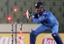 MS Dhoni 1st Indian Wicketkeeper to effect 400 ODI dismissals.