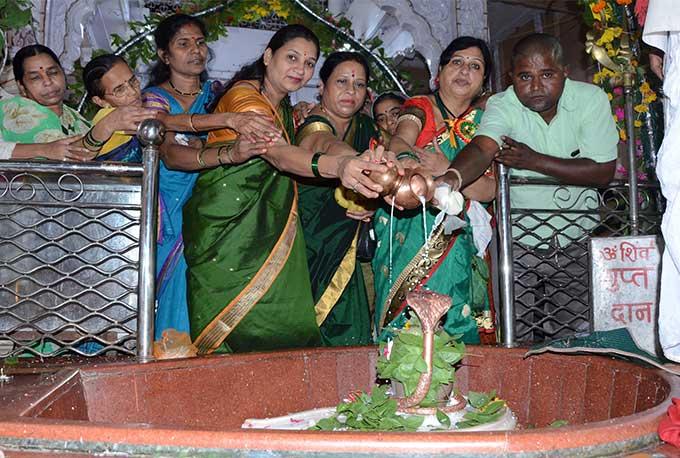 Kalyaneshwar Shiv Mandir Telangkhedi: सावन के पहले सोमवार को शहर के शिवालयों में उमड़ी भक्तों की